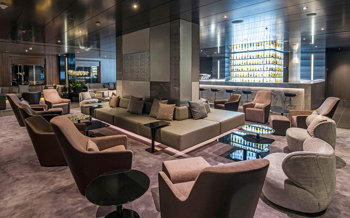 Motor Yacht SCENIC ECLIPSE Main Lounge and Bar