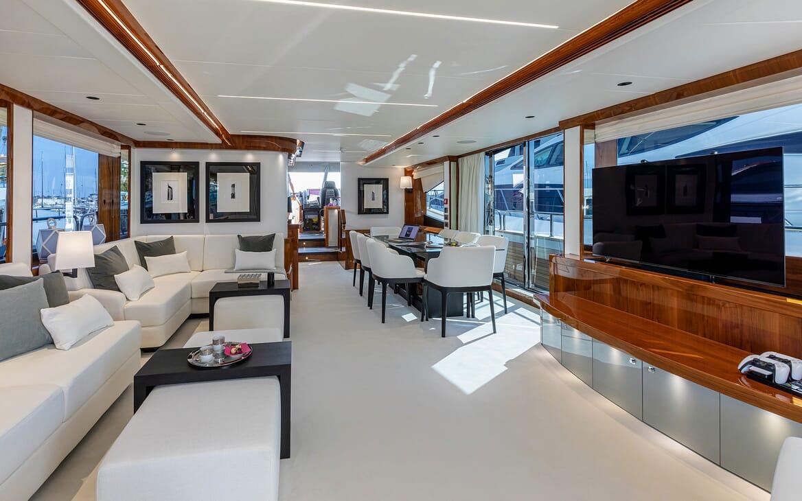 Motor Yacht KUDOS Aft Deck Breakfast