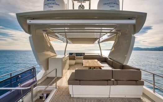 Motor Yacht SIXTIES Sun Deck