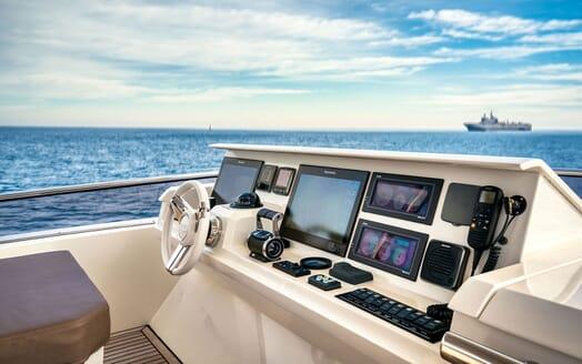 Motor Yacht SIXTIES Sun Deck Wheel