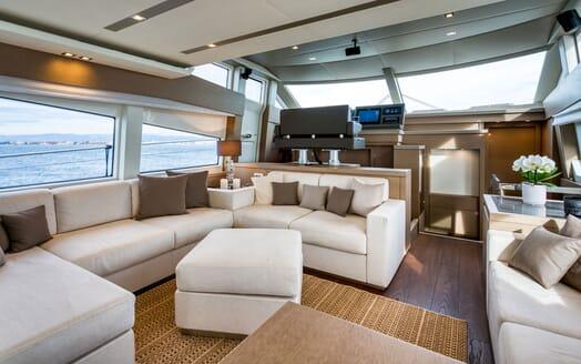 Motor Yacht SIXTIES Main Salon