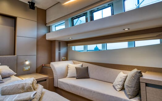 Motor Yacht SIXTIES Master Stateroom Seating