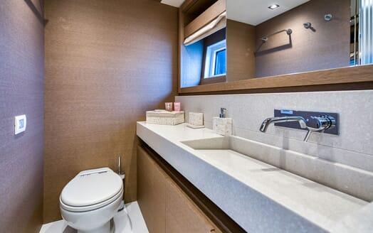 Motor Yacht SIXTIES Bathroom