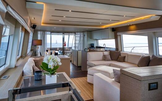 Motor Yacht SIXTIES Main Deck