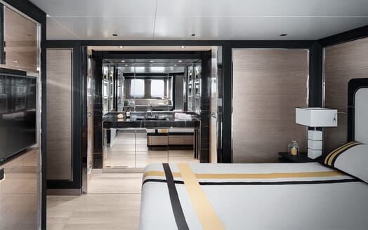 Motor Yacht REINE D AZUR Guest Bathroom