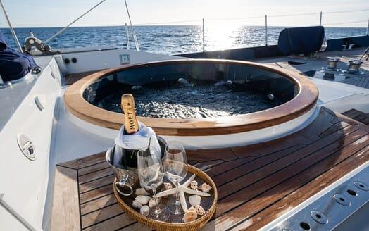 Sailing Yacht LA CATTIVA Jacuzzi