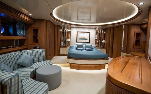 Sailing Yacht LA CATTIVA Master Stateroom Bed