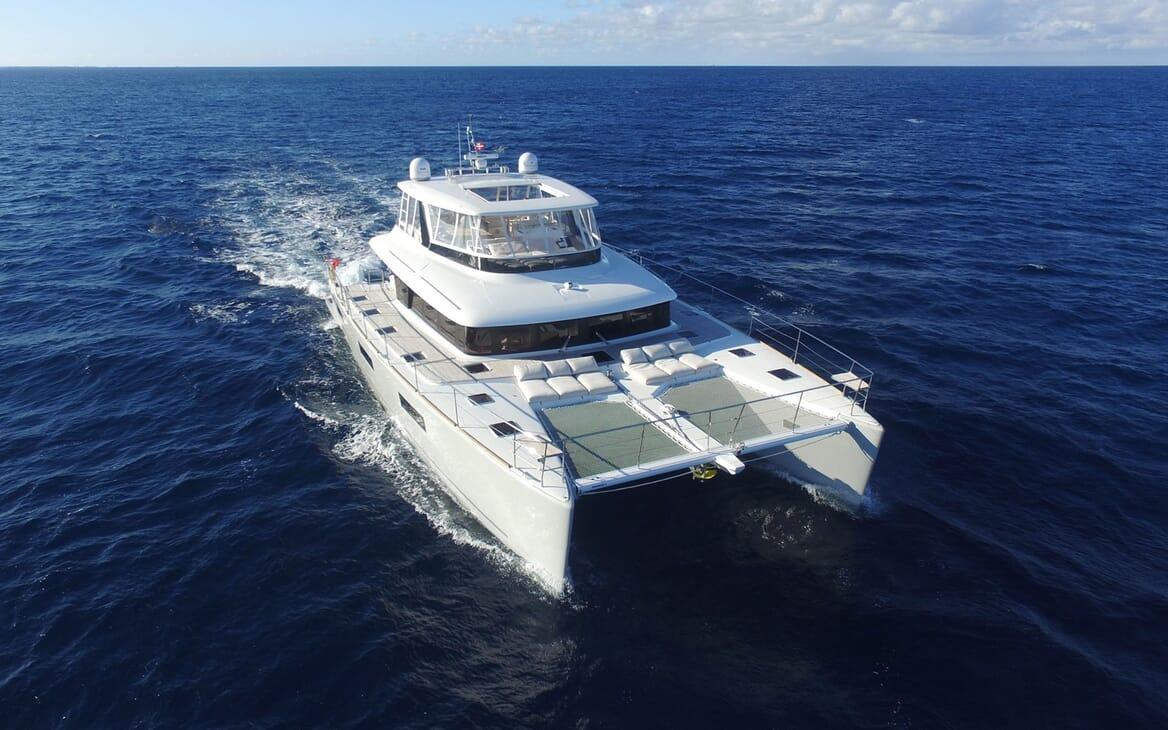 Motor Yacht LONG MONDAY Profile Underway