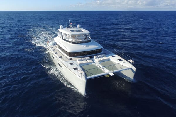 Motor Yacht LONG MONDAY Profile Underway