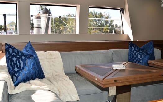 Motor Yacht LONG MONDAY Seating