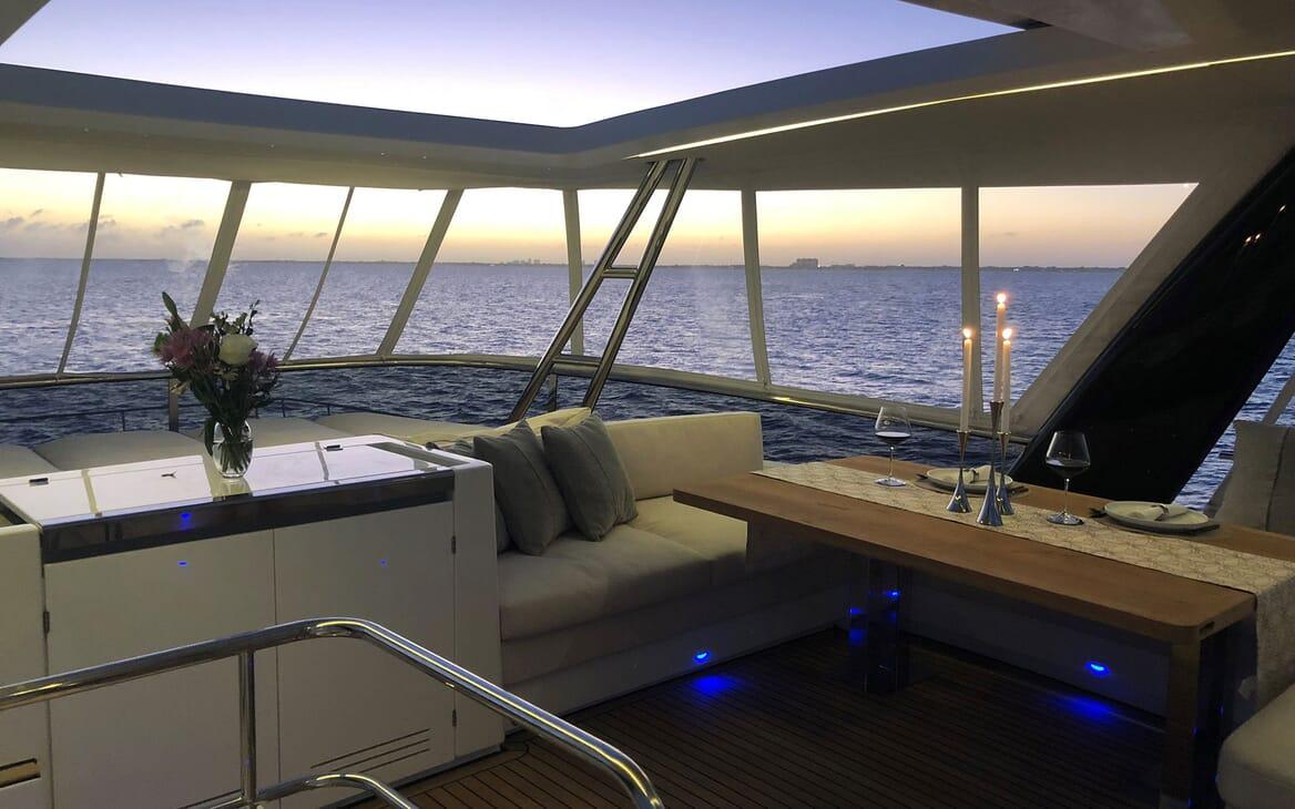 Motor Yacht LONG MONDAY Sun Deck