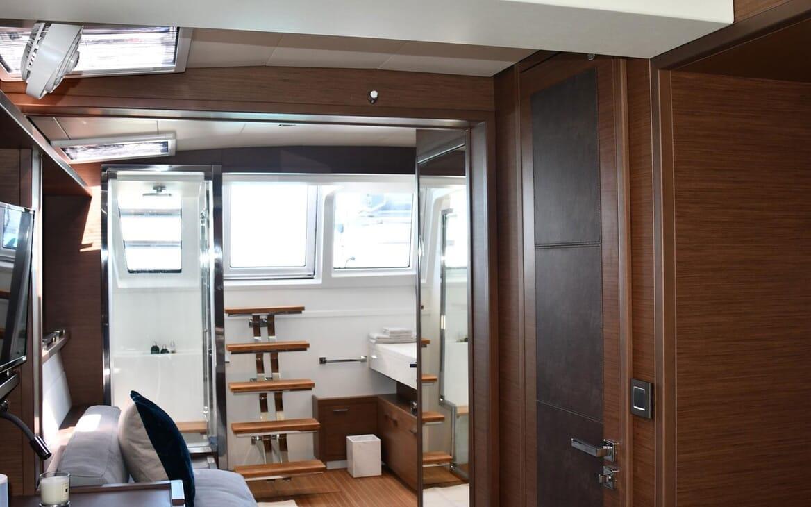Motor Yacht LONG MONDAY Interior