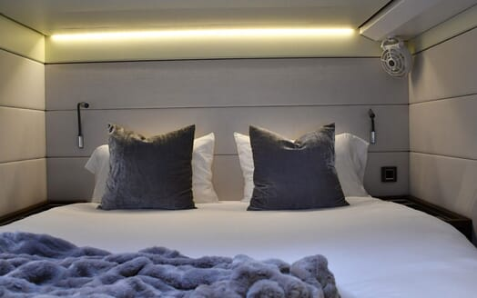 Motor Yacht LONG MONDAY Double Guest Stateroom