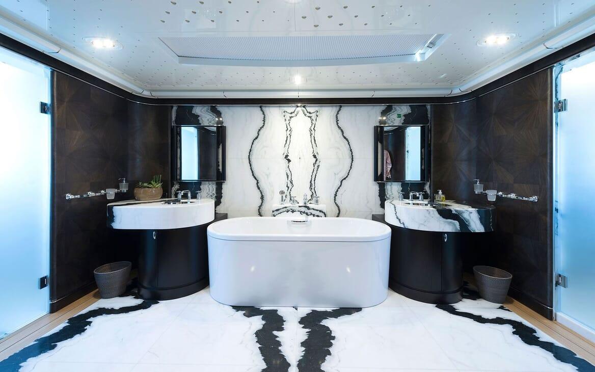 Motor Yacht AQUARIUS Bathroom