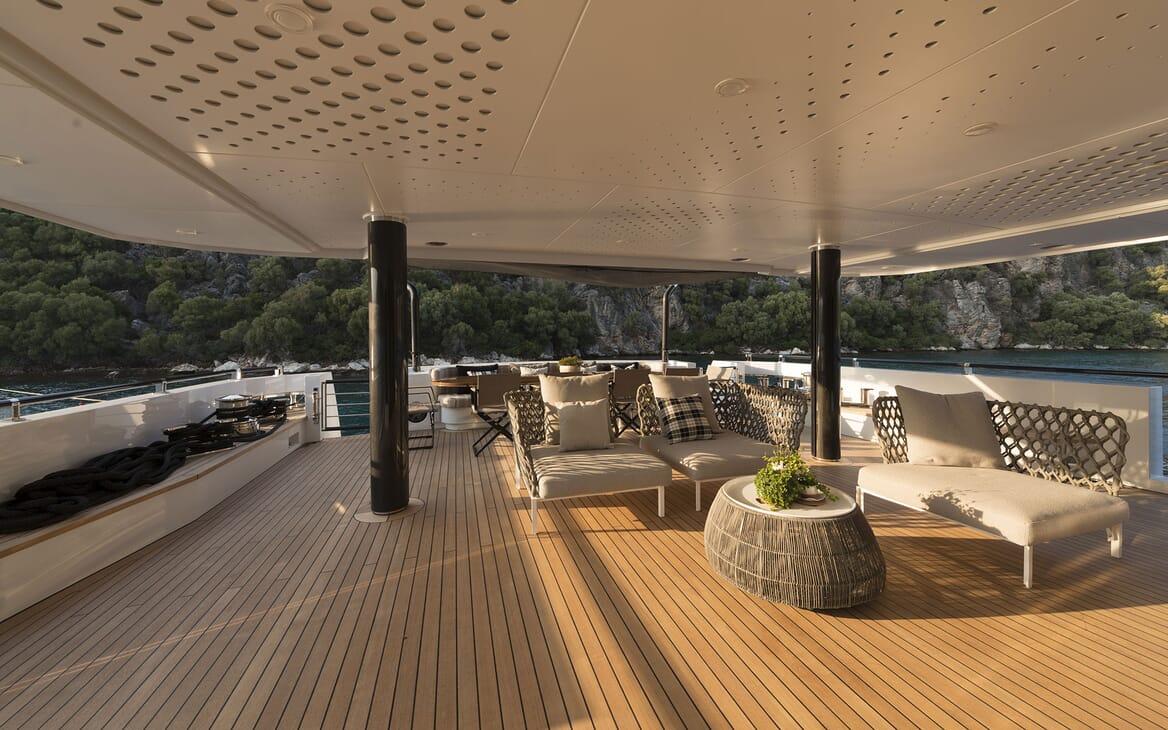 Motor Yacht AQUARIUS Deck Seating