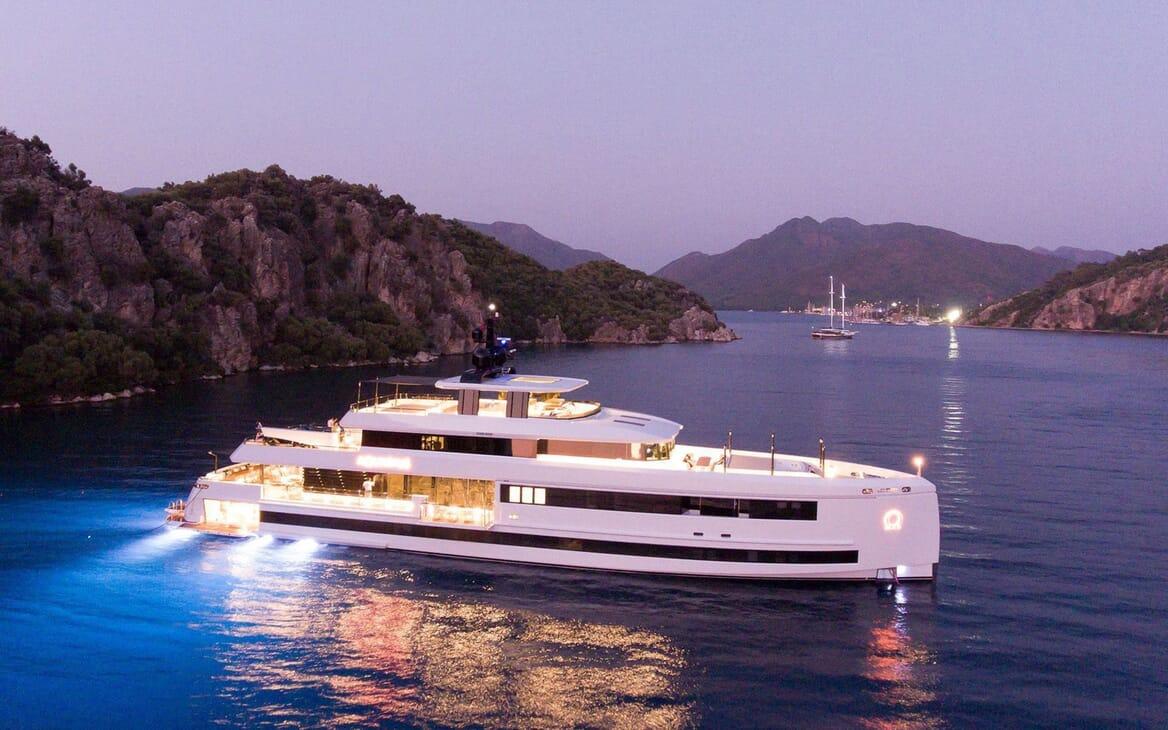 Motor Yacht AQUARIUS Evening Exterior