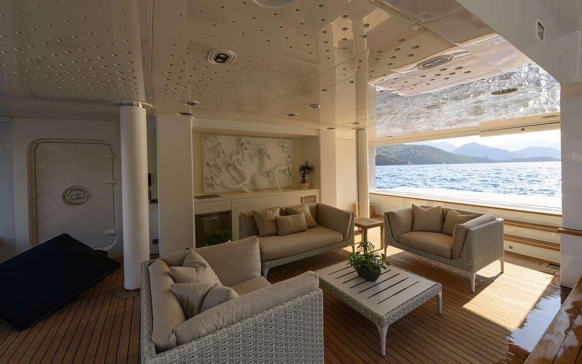 Motor Yacht AQUARIUS Swim Platform Seating