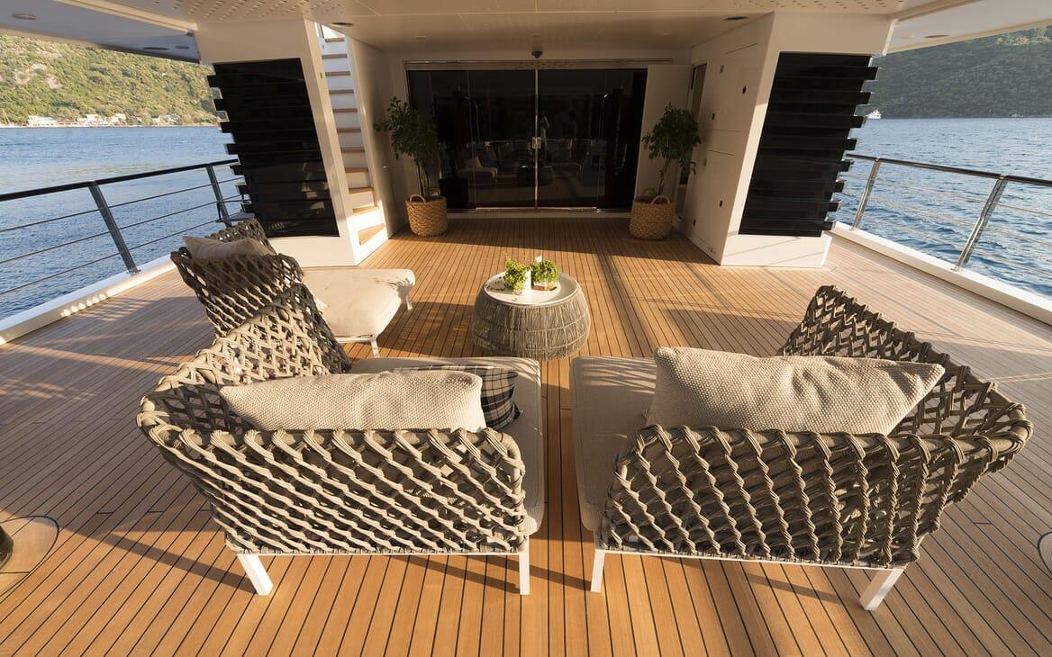 Motor Yacht AQUARIUS Aft Deck Seating