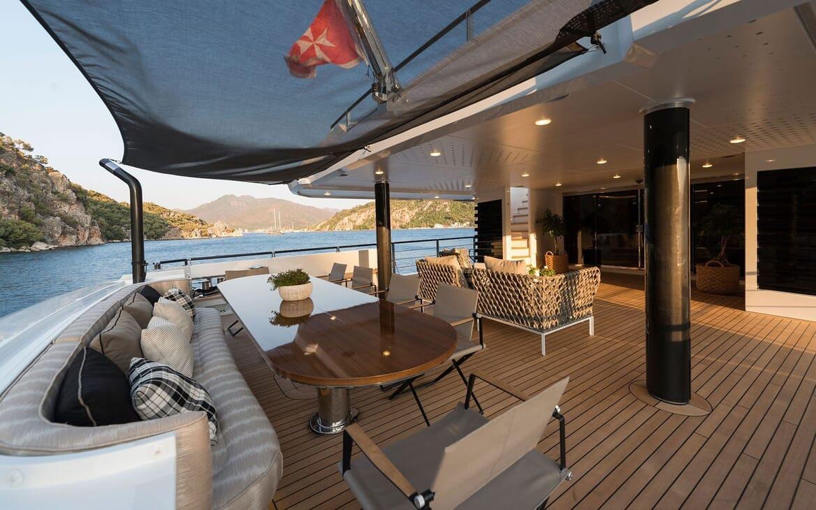 Motor Yacht AQUARIUS Aft Deck Table
