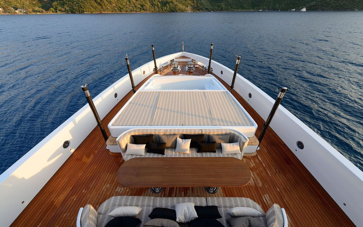 Motor Yacht AQUARIUS Bow