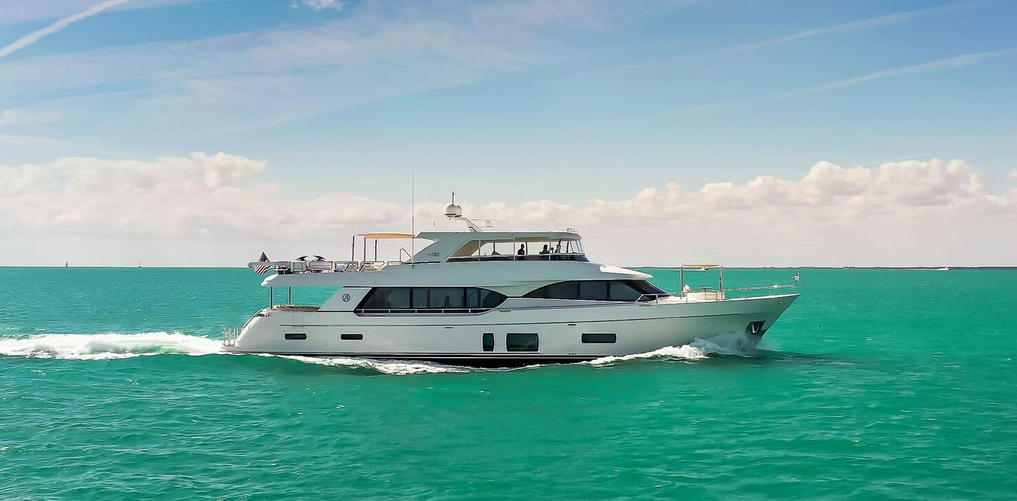 Motor Yacht ENTREPRENEUR 100 Profile Underway