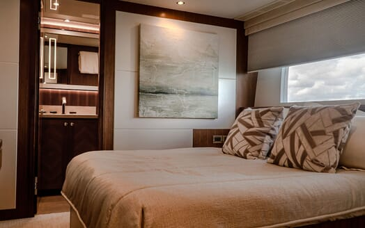 Motor Yacht ENTREPRENEUR 100 Second Double Guest Stateroom