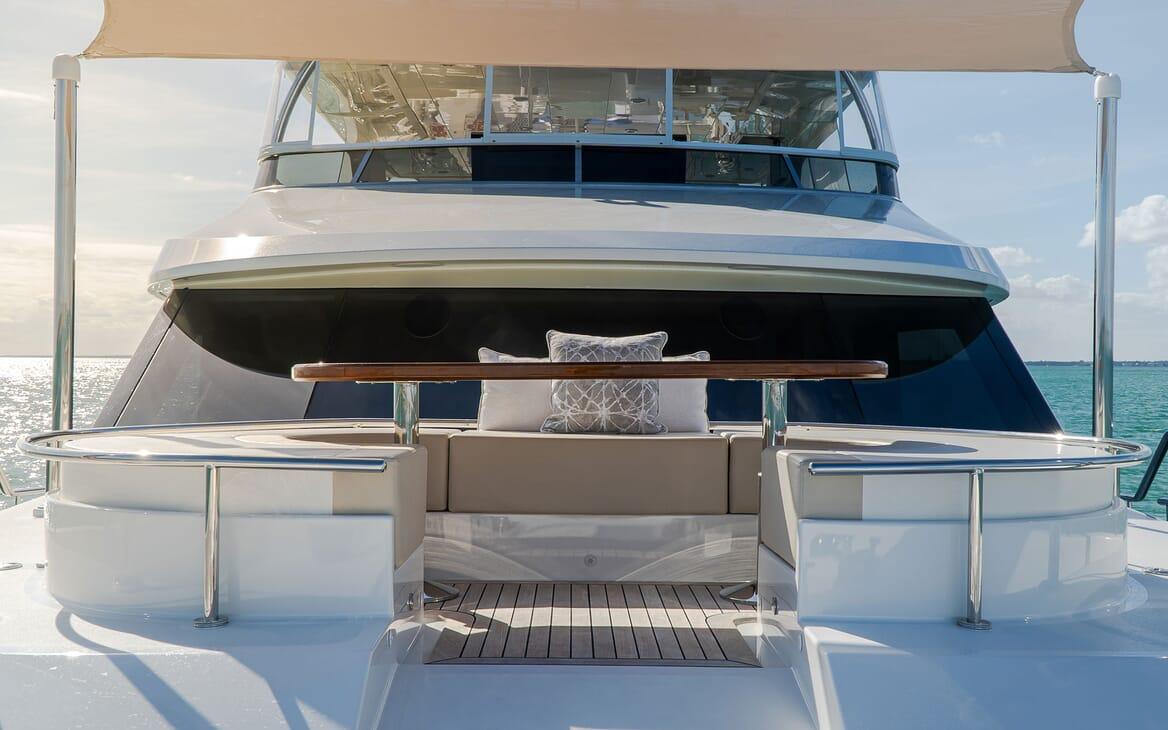 Motor Yacht ENTREPRENEUR 100 Bow Seating