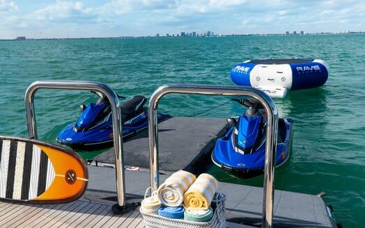 Motor Yacht ENTREPRENEUR 100 Swim Platform with Toys