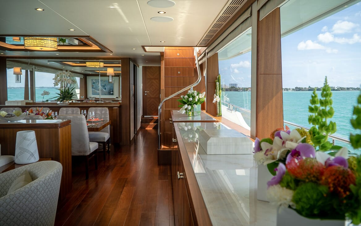 Motor Yacht ENTREPRENEUR 100 Main Deck