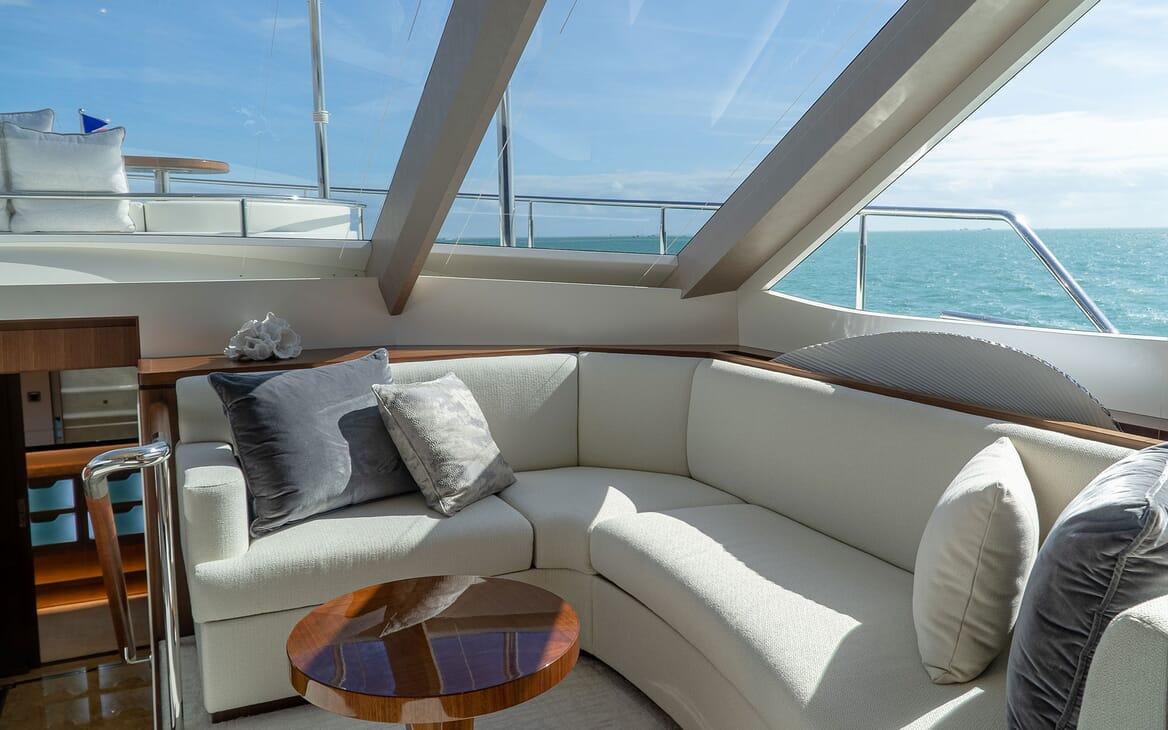 Motor Yacht ENTREPRENEUR 100 Master Stateroom Seating