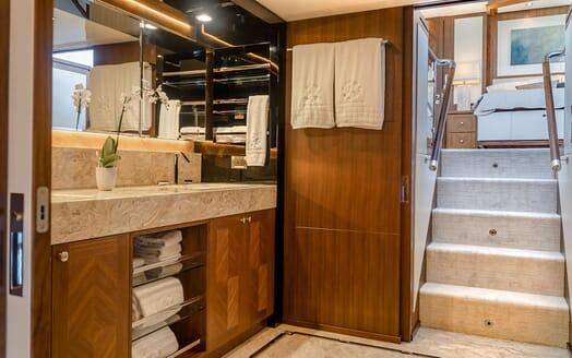 Motor Yacht ENTREPRENEUR 100 Master Bathroom