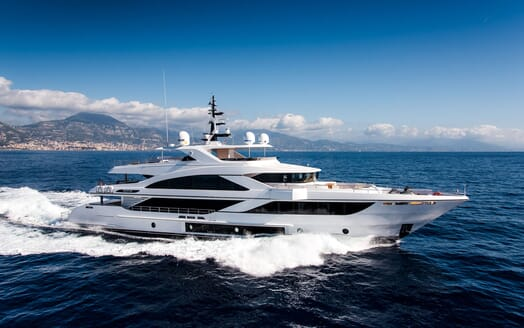 Motor Yacht MAJESTY 140 Underway
