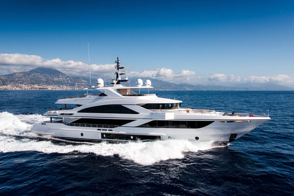 Motor Yacht MAJESTY 140 Underway