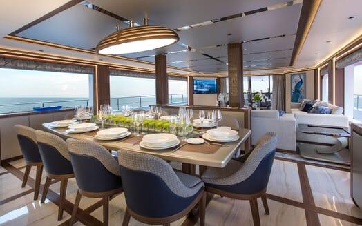 Motor Yacht MAJESTY 140 Dining Table