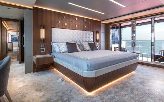 Motor Yacht MAJESTY 140 Master Stateroom