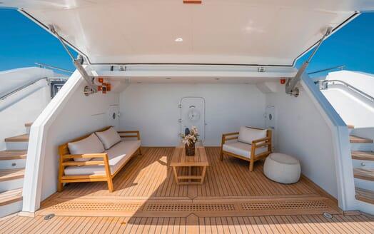 Motor Yacht MAJESTY 140 Beach Club