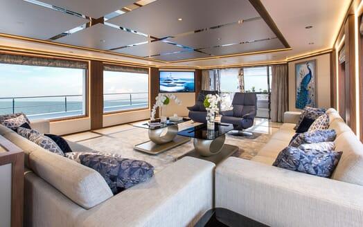 Motor Yacht MAJESTY 140 Salon