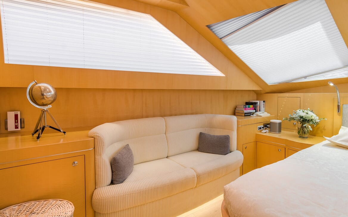 Motor Yacht CONTE ALBERTI Double Stateroom Seating