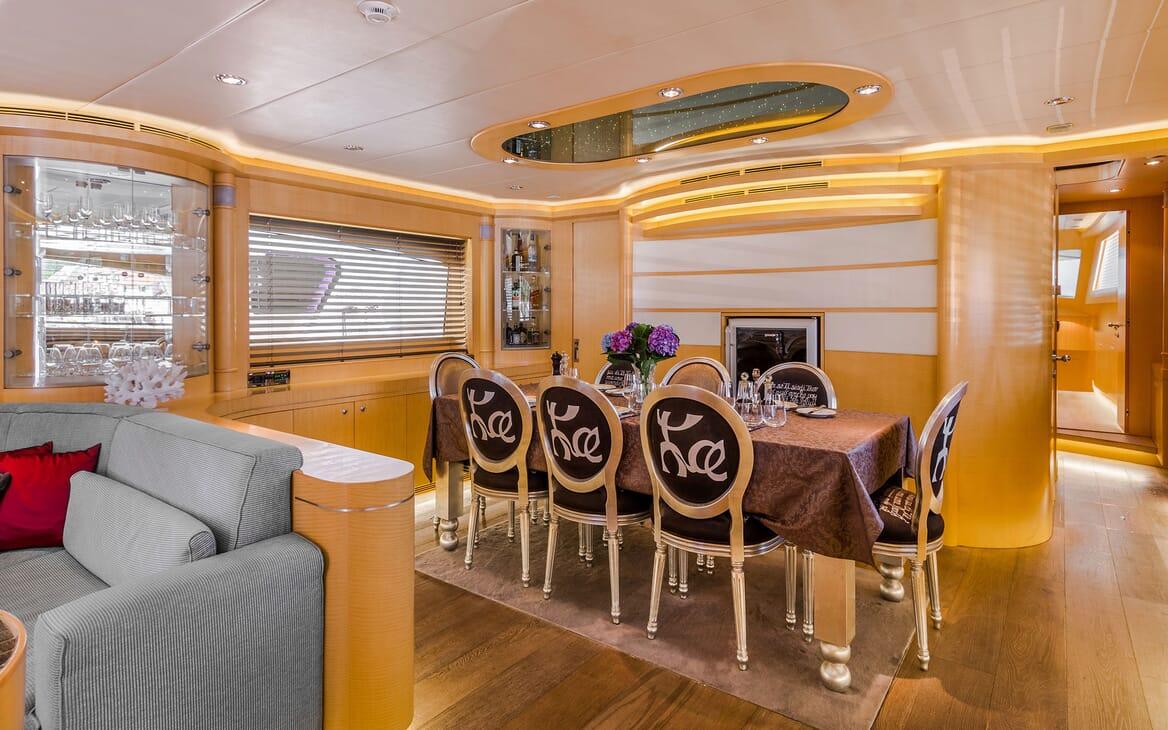 Motor Yacht CONTE ALBERTI Main Salon Dining Table