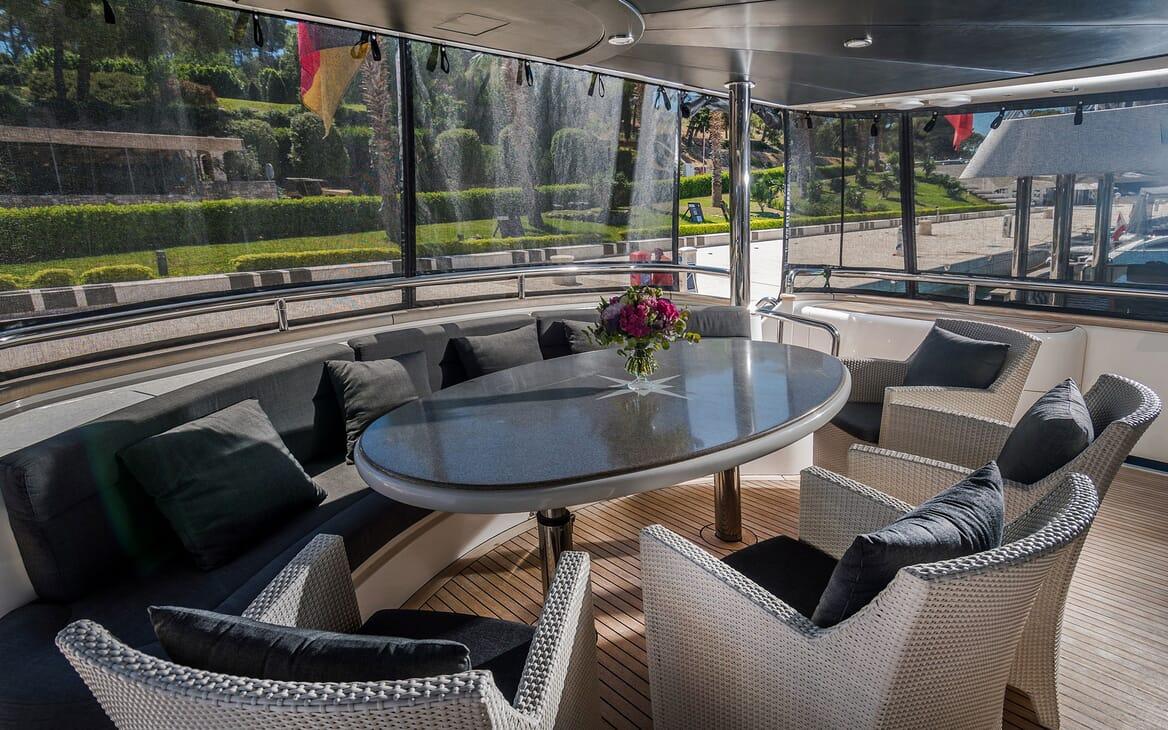 Motor Yacht CONTE ALBERTI Deck Seating