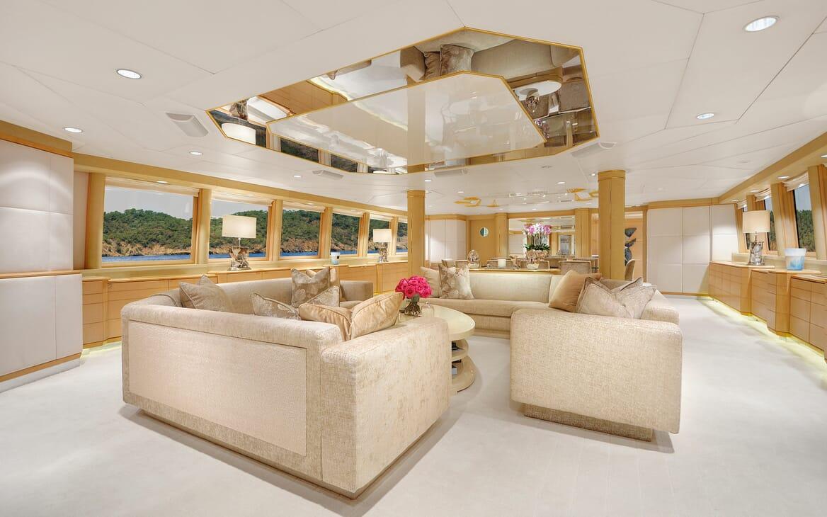 Motor Yacht Azzurra salon