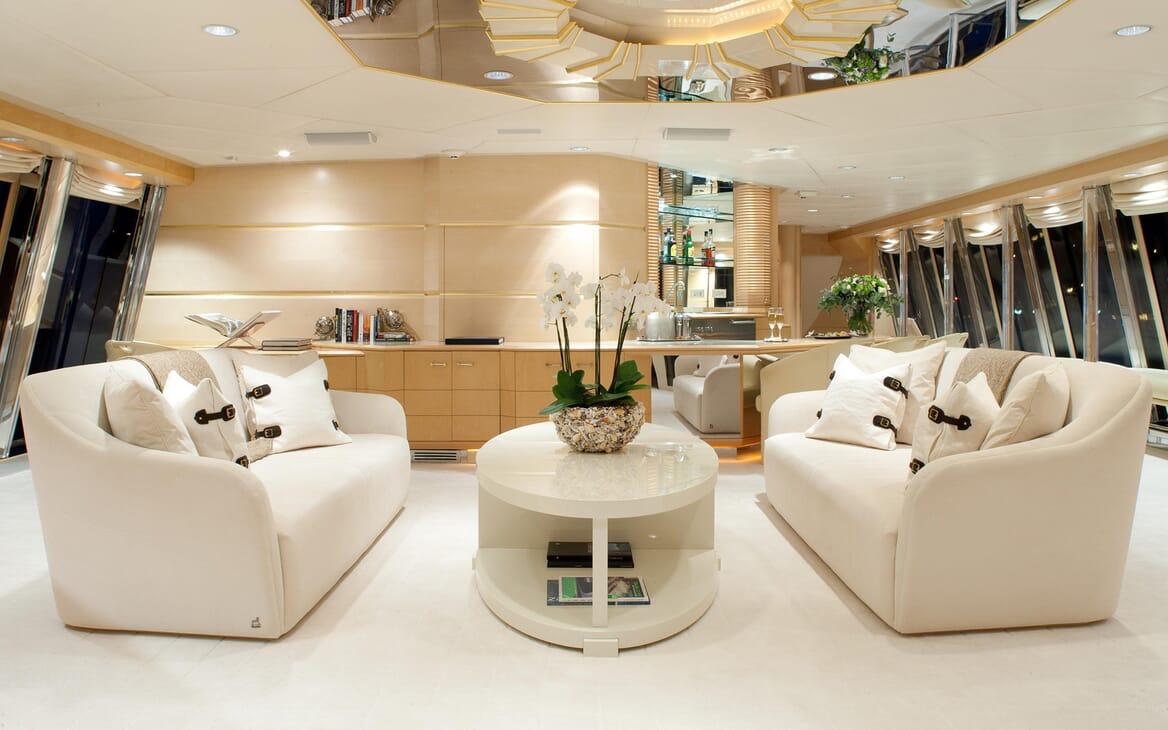 Motor Yacht Azzurra saloon