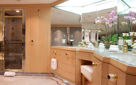 Motor Yacht Azzurra master bathroom