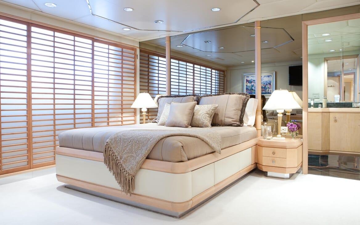 Motor Yacht Azzurra guest cabin