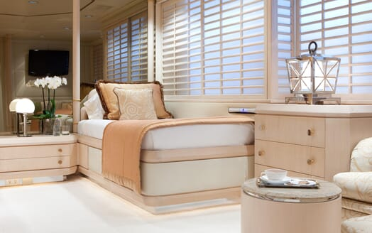 Motor Yacht Azzurra single cabin