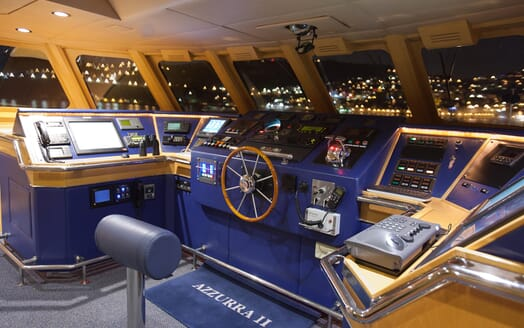 Motor Yacht Azzurra bridge