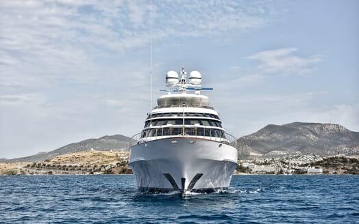 Motor Yacht Azzurra underway