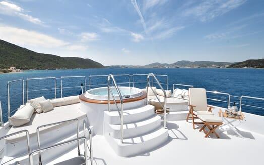 Motor Yacht Azzurra hot tub
