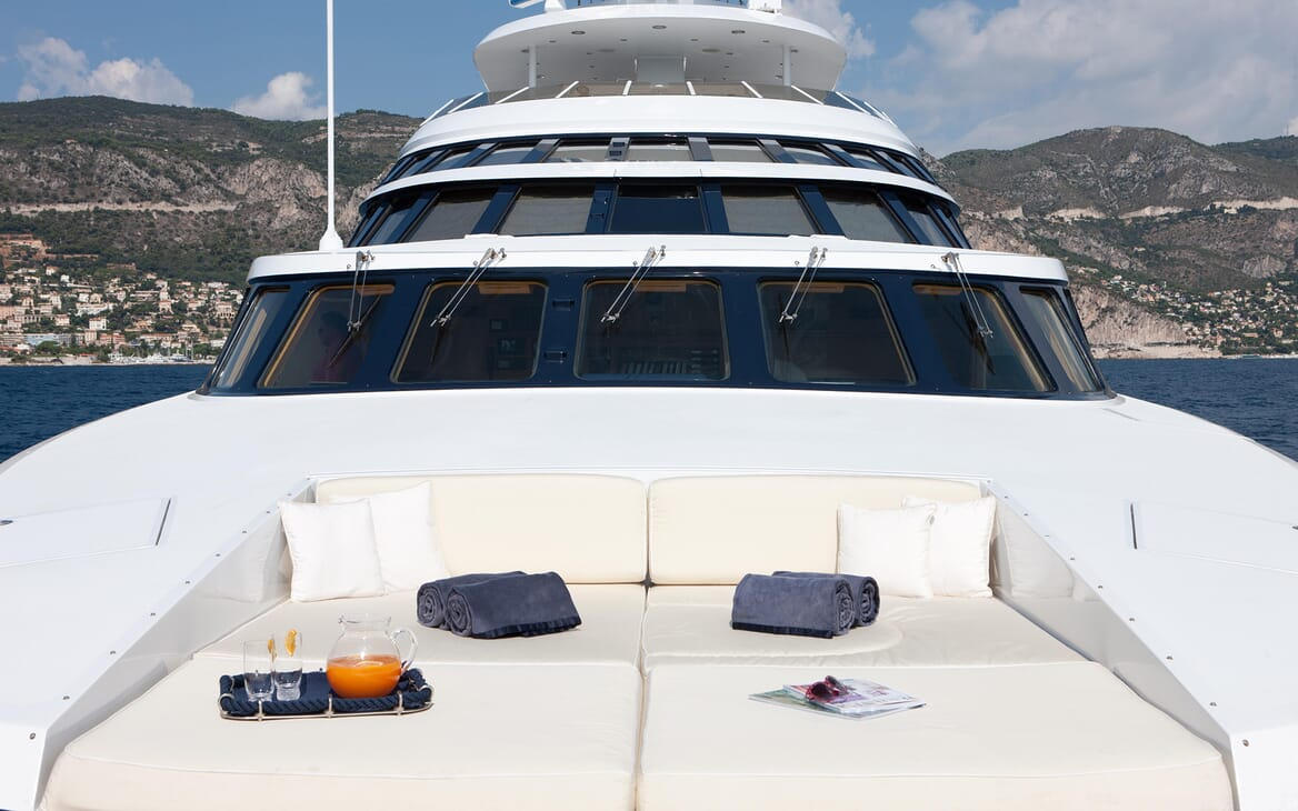 Motor Yacht Azzurra sun loungers