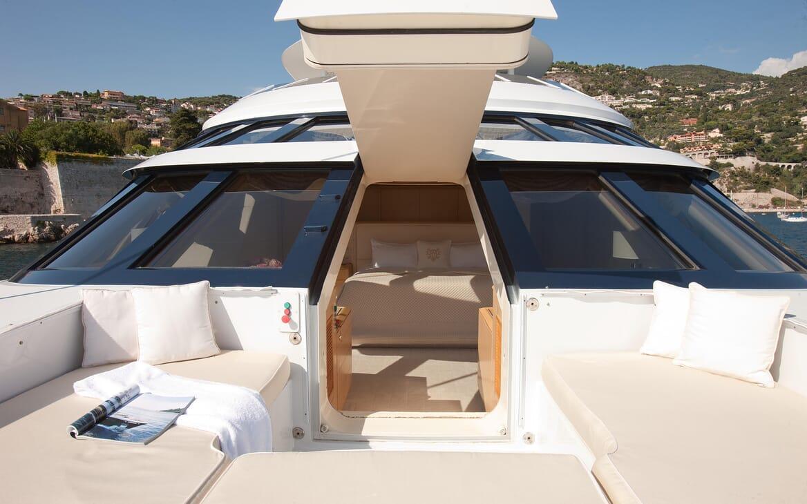 Motor Yacht Azzurra deck